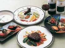 肉料理、沖縄料理のオードブル、握り寿司のディナー一例