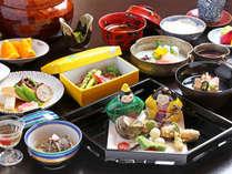 *【ご夕食一例】歳時記に習った愛媛の海の幸・大地の恵み溢れる季節の会席料理をご提供いたしごます。