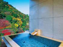 鴻朧館最上階から山々を望む「天空の露天風呂」付きロイヤルスイート