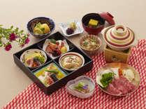 季節の箱盛膳:会席と比べ、スタッフがお部屋に入る回数が最小限になります。