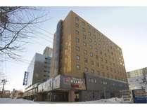 鴨々川のほとりにあるデザイナーズビジネスホテルです。