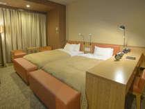 デラックスツインルーム《28㎡》ベッド幅120センチ×2台 無線・有線LAN バストイレ別  完備!最大4名