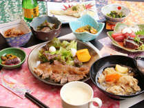【夕食】女将手作りの和食中心の家庭料理です。