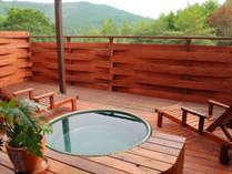 貸切露天風呂全面ガラス戸付きで寒い季節にも対応しています