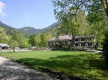 自然の中に溶け込む環湖荘