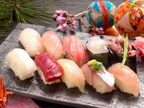 雑誌にも掲載された人気のお寿司♪鮨屋で修業した板長が握る、渾身の旬のネタはまさに絶品!