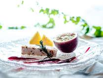 【夕食一例】グランデフルコース夏メニューよりデセールヌガーガラッセ