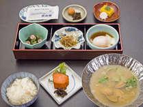 *【朝食(一例)】つやつやふっくらした炊き立て米を始め、栄養のある和食をご用意します。