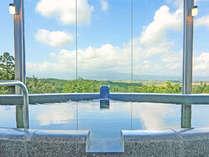 *【大浴場】浮いたような不思議な感覚が、心地良い癒しの時間を与えてくれる「空中展望風呂」。