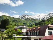 *外観/焼山のふもと、雄大な山並みと美しい渓谷に囲まれた温泉宿です。