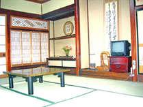 和室8畳部屋例 全室地デジ対応22型テレビに更新済みです