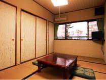 潮騒かおる静かな和室のお部屋です♪ バストイレは共用です*