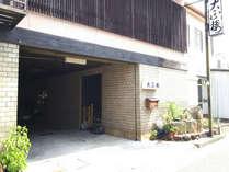 JR蔵本駅より徒歩2分。観光・ビジネスにご利用ください