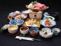 *[夕食一例]山形牛のすき焼きがメインの和食膳。おいしいお肉と一品ずつ手作りの郷土料理が好評!