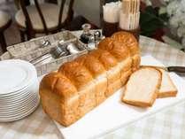 朝食バイキングイスズベーカリーのパン