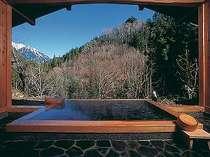 3つある貸切露天は空いていればいつでもご自由に・・・寝湯につかって夜には満天の星を眺めて
