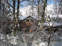 冬の外観フロントアプローチ