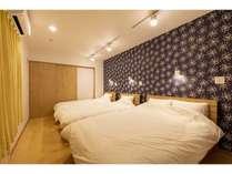モダンクロスがアクセントの3ベッド部屋