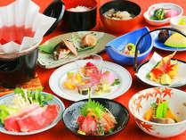 旬の食材と郷土の味を楽しんでいただく季節替わりの懐石料理をどうぞ。