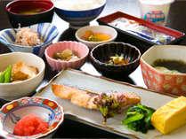 出来たてを楽しむ朝食。和食セット または 洋食セットをお選びください。