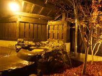 春先にはホタル、夏には川のせせらぎ、秋には紅葉、冬には雪見がみれる客室露天風呂!
