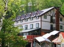 エコーバレースキー場横。静かな高原別荘地に立つ小さなホテル