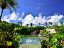 【シギラ黄金温泉(リゾート内)/ジャングルプール】みんなで楽しめる水着で入るジャングルプールです