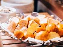【朝食】ホテルリリーフ内で焼き上げる!こだわりの天然酵母パン☆あつあつ焼き立てパンをご賞味下さい。