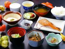 地元食材を取り入れた和食膳をご用意。バランスの取れたお食事で体と心をスタート♪