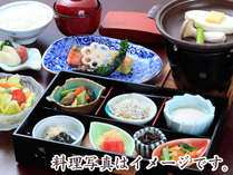 ご朝食一例…和食ならではの繊細な品々。お膳スタイルで、朝もゆっくり寛ぎながら味わえます。