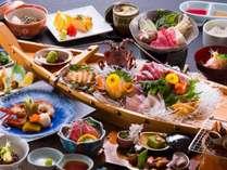 夕食は伊勢志摩の旬の海の幸を満喫いただけます(写真一例)