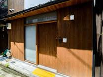 京都の趣ある町家(町屋)一棟貸しの古民家宿。リラックスできる静かな立地。