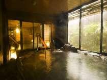 ◆男性岩風呂 地下900mから湧き出る天然温泉でごゆっくりお寛ぎくださいませ。