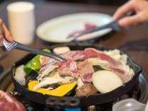 【蔵王名物ジンギスカン膳】ジューシーな生ラムを鉄鍋でお好きな焼き加減で召し上がれ