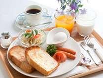 ◆【リニューアル朝食】パンやサラダなどの朝食をご用意しております。