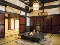 【ロビー】飛騨の匠の技が光るスペースでゆっくりお茶を楽しんで。