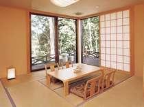 離れタイプのスタンダードルーム。テラスを出ると、豊かな緑が広がります。自然と一体になったお部屋です。