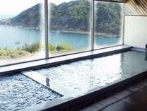 高知県境超深層1000Mから湧き出るナトリウム炭酸水素塩温泉。つるっとした肌さわりが女性に大人気!