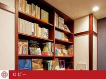 館内は本がたくさん。お部屋にも持ち込み可能です。