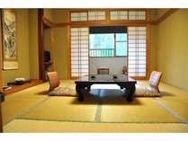2011年4月プチリニューアルの広縁付和室10畳。バス・洗浄トイレ・有田焼の洗面付きのお部屋。