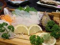 旬の魚介類を主人自らが獲りに行っております。