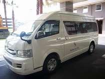ホテルと空港を巡回する無料シャトルカー(運行時間 AM6:00~AM10:00/PM16:00~PM22:00)
