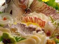 瀬戸内海の地の味わいを生かした会席料理。四季折々の食材を用いており、味覚でも季節を感じて頂けます。