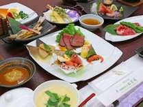 *夕食一例/山菜や魚介など旬の素材を活かした自慢のお料理。