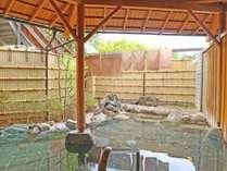 *露天風呂/女湯・四季折々の山の風景を眺められる露天風呂