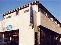 新庄学園通りの中央に位置します。