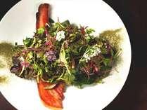 【料理】イベリコ豚ベーコン炙りとクレソン 芹 野菜のサラダ