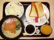 朝食はなんと四国の名物 『うどん』 をご用意!朝はさっぱりと汁物で!そんな方達にも大人気です♪