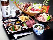【舟盛り付き会席】せっかく海に来たなら新鮮な刺身をたらふく食べるのがマスト!