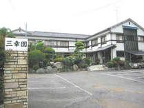 純和風の建物とお庭が自慢のビジネス旅館です